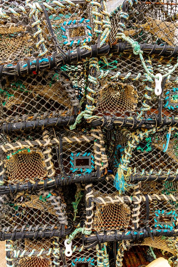 Nasse per crostacei impilate sulla banchina -1 del porto fotografia stock
