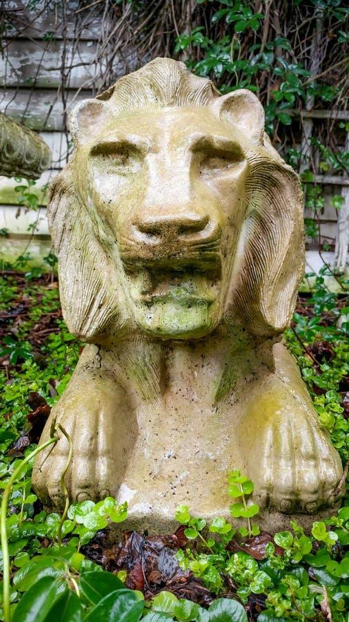 Nasser Lion Statue in einem Garten lizenzfreie stockfotografie