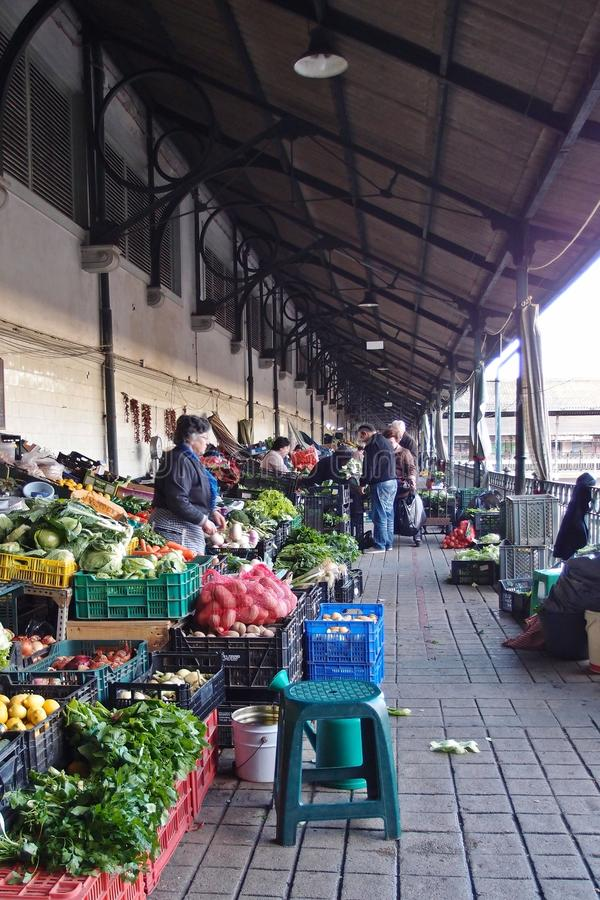 Nasser markt morgens in porto redaktionelles bild bild - Fensterscheiben morgens nass ...