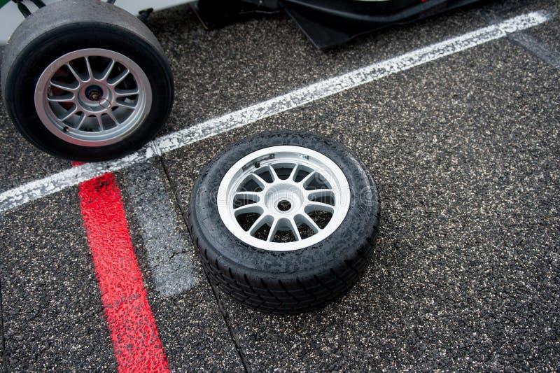 Nasser Motorsport, der Reifen auf Stromkreisbahn läuft stockbilder