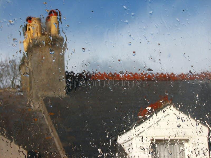 Nasses regnerisches Fenster lizenzfreie stockfotografie