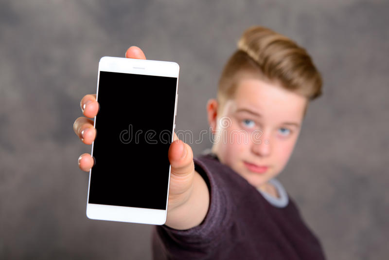 Nastolatek bierze autoportret z telefonem obraz stock