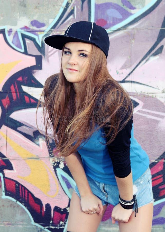 Nastolatek młodej kobiety Miastowy portret zdjęcie royalty free