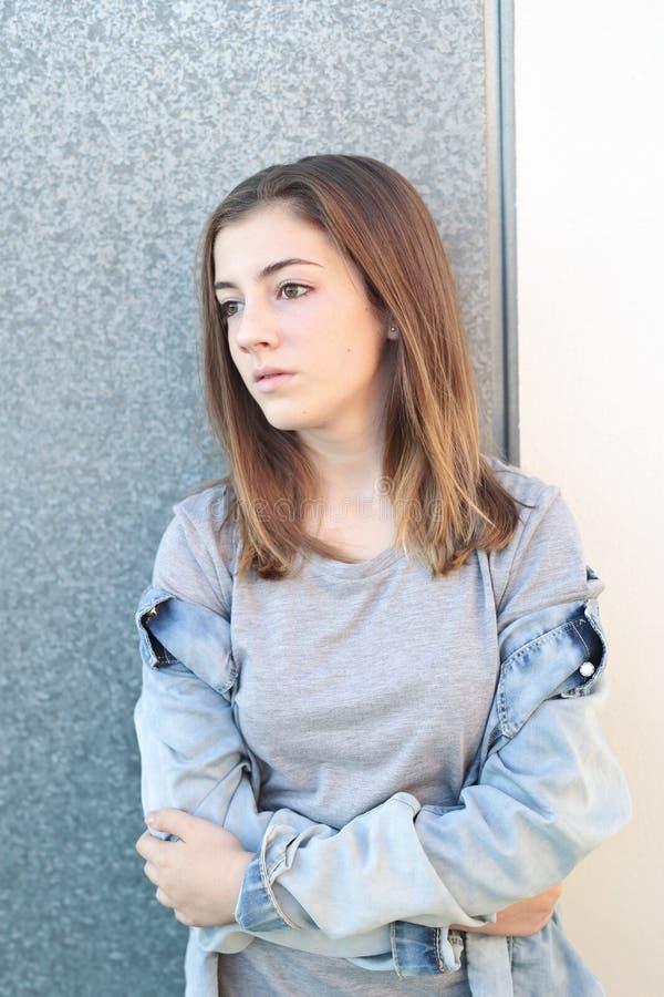 Nastolatek rozważny z lekki naturalnym obraz stock