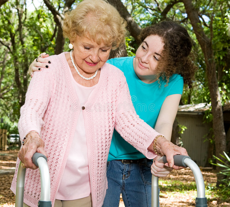 nastolatek starszych wolontariuszy. zdjęcie royalty free