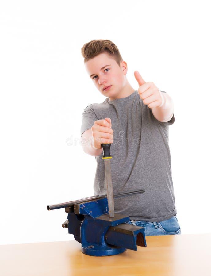 Nastolatek w fachowym szkoleniu z raszplą up i kciukiem obraz stock