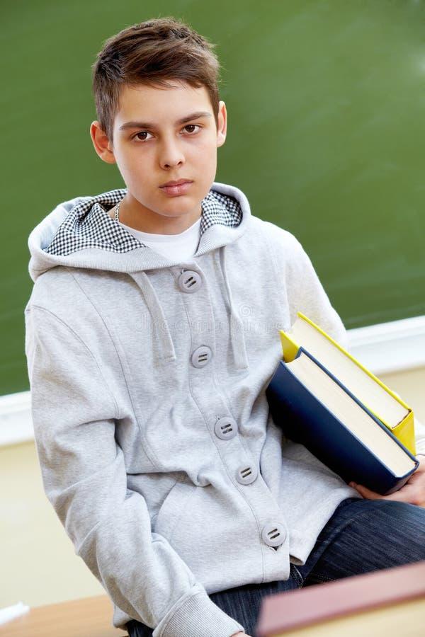 Nastolatek z książkami zdjęcie royalty free