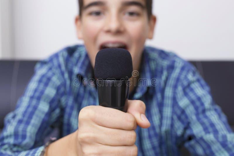 Nastolatka lub preteen śpiew zdjęcia stock