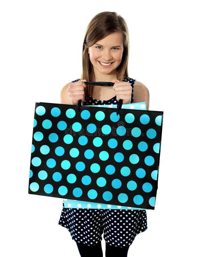 Nastolatka mienia torba na zakupy zdjęcie stock