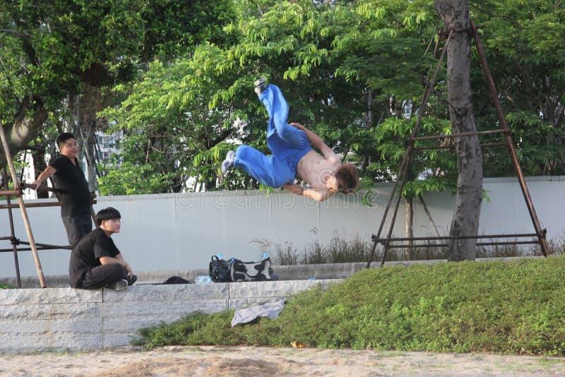 Nastolatkowie ćwiczyć sztuki samoobrony w SHENZHEN obraz stock