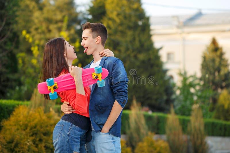 Nastolatkowie na dacie pierwsza miłość fotografia royalty free