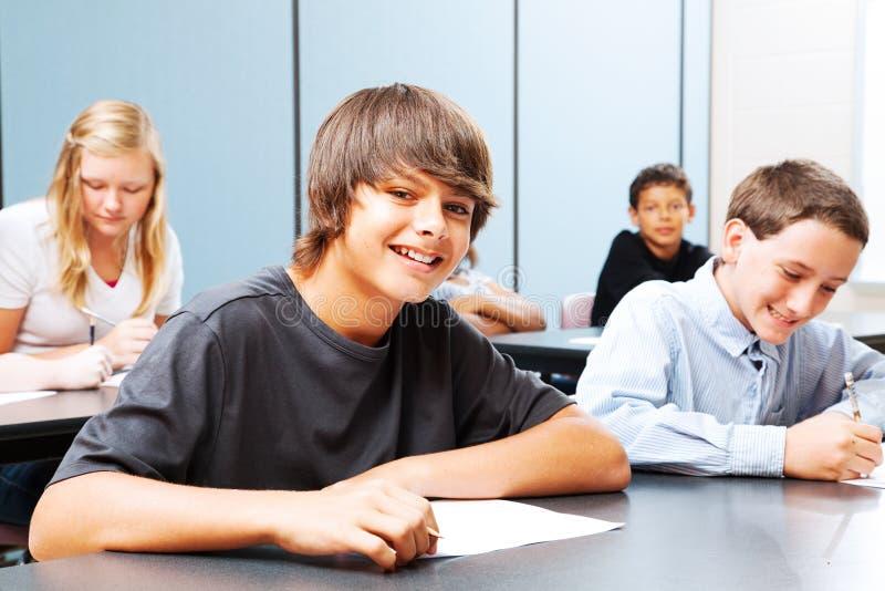 Nastolatkowie w szkole obrazy stock
