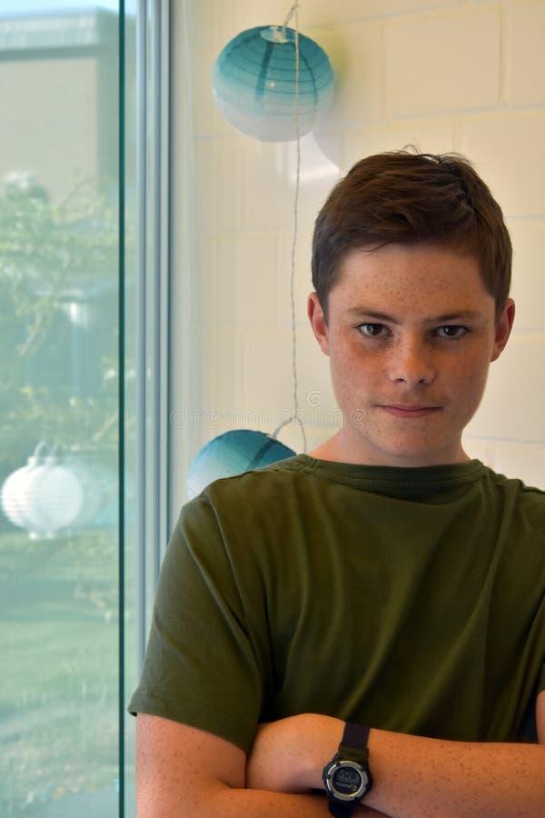 Nastoletni chłopak gubjący w myślach obraz royalty free