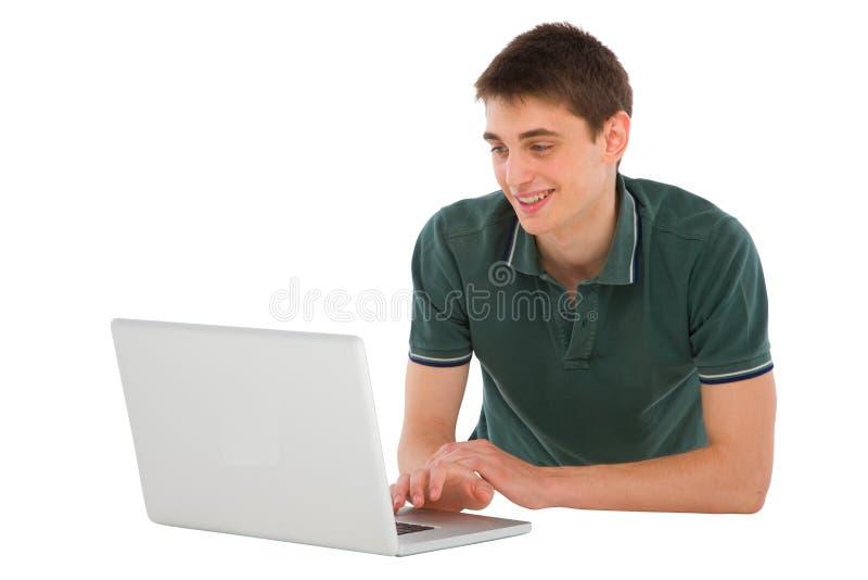 Nastoletni chłopak z łgarskim laptopu puszkiem zdjęcie royalty free