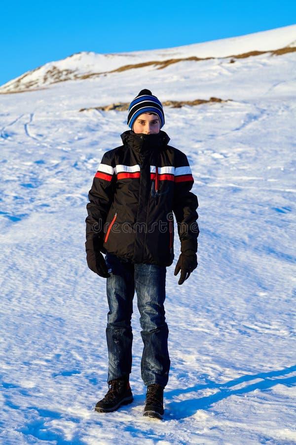 Nastoletni Chłopak W Zima Wakacje Fotografia Stock