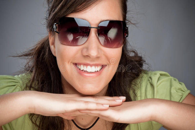 nastoletni uśmiechnięci okulary przeciwsłoneczne obrazy royalty free