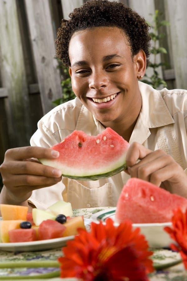 nastoletnia Amerykanin afrykańskiego pochodzenia chłopiec fotografia royalty free