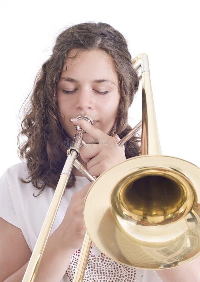 Nastoletnia dziewczyna bawić się puzon obraz royalty free