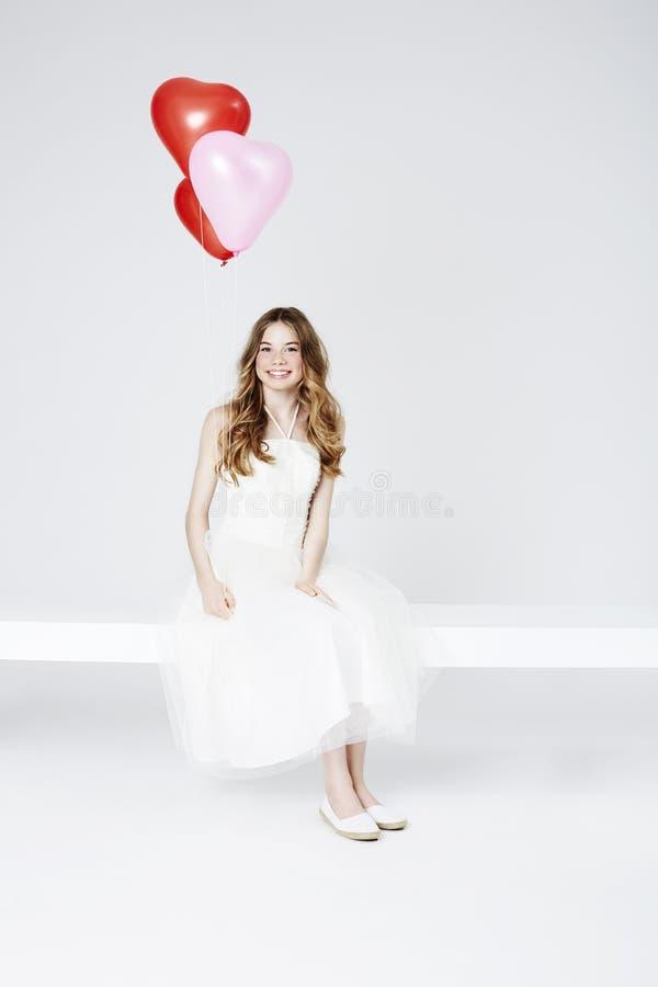 Download Nastoletnia Dziewczyna Z Balonami Zdjęcie Stock - Obraz złożonej z fotografia, czerwień: 53784630