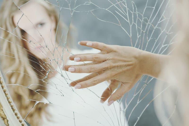Nastoletnia dziewczyna z depresją zdjęcie royalty free