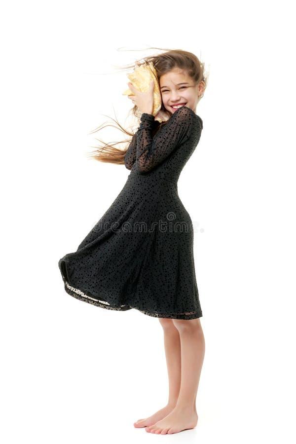 Nastoletnia dziewczyna z seashell zdjęcia stock
