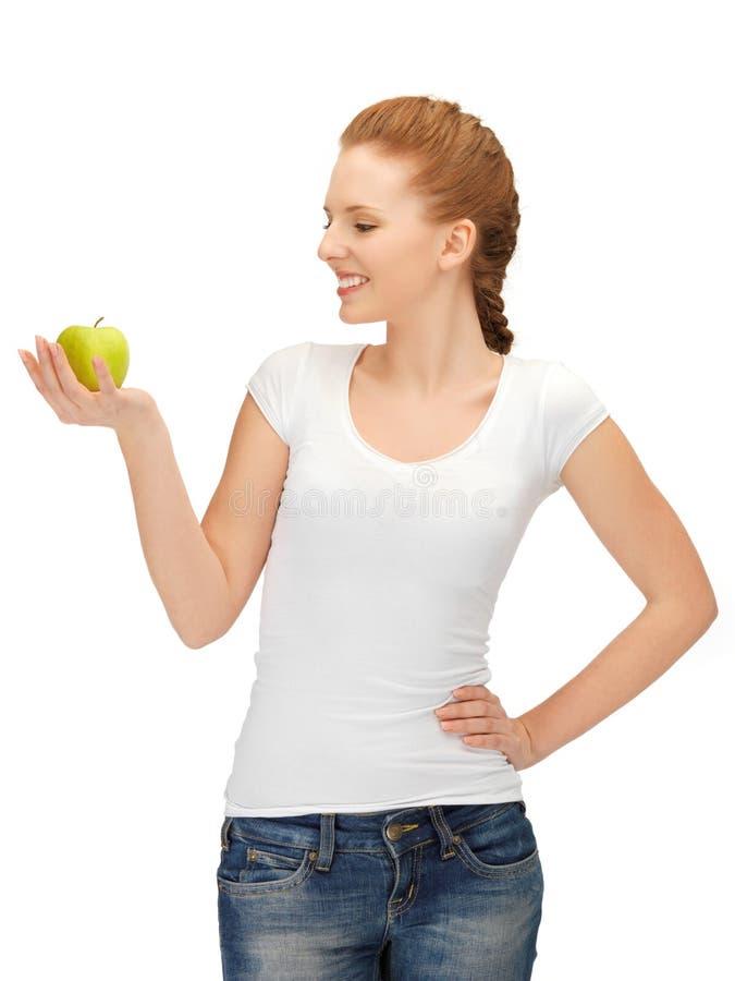 Nastoletnia dziewczyna z zielonym jabłkiem fotografia royalty free