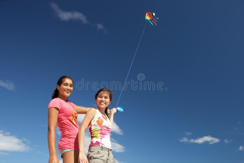 nastoletnia dziewczyny latająca kania obrazy royalty free