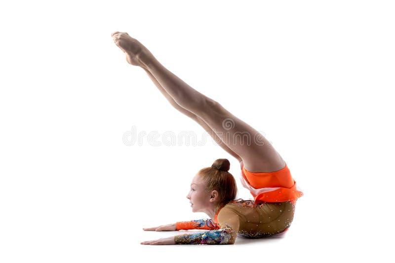 Nastoletnia tancerz dziewczyna robi backbend fotografia stock
