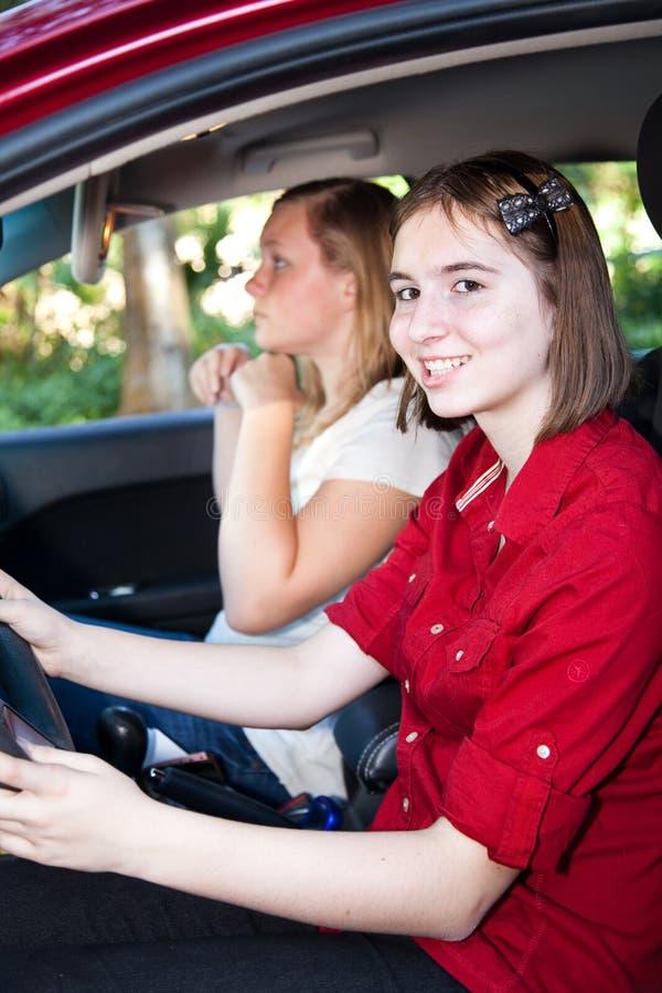 Nastoletnie Dziewczyny Jedzie samochód obrazy stock