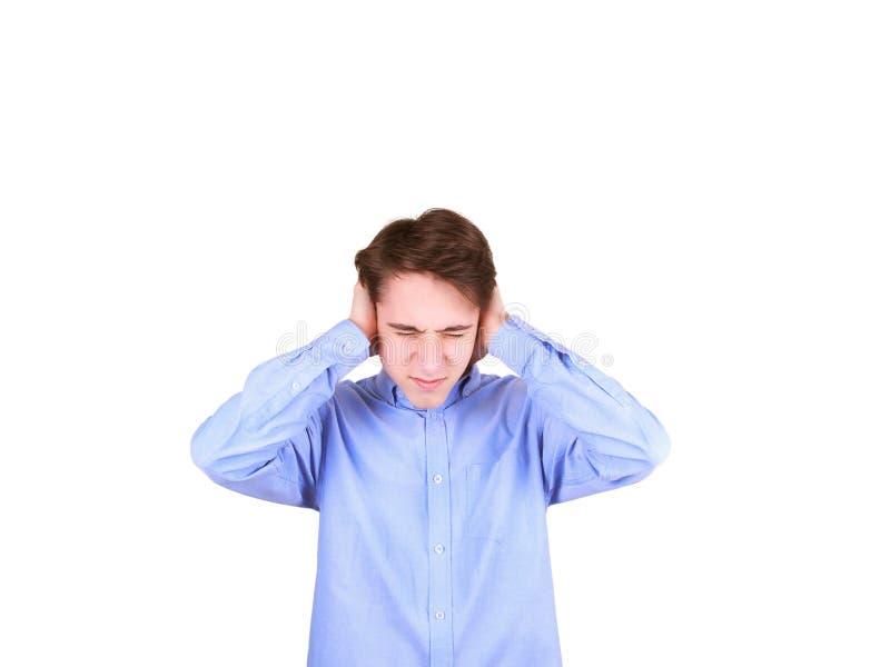 Nastoletniej chłopiec nakrywkowi ucho z rękami, doesn& x27; t chce słuchać głośnego hałas lub rozmowę zdjęcia royalty free
