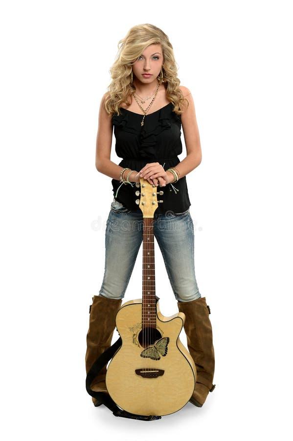 Nastoletniej Dziewczyny mienia gitara obraz stock