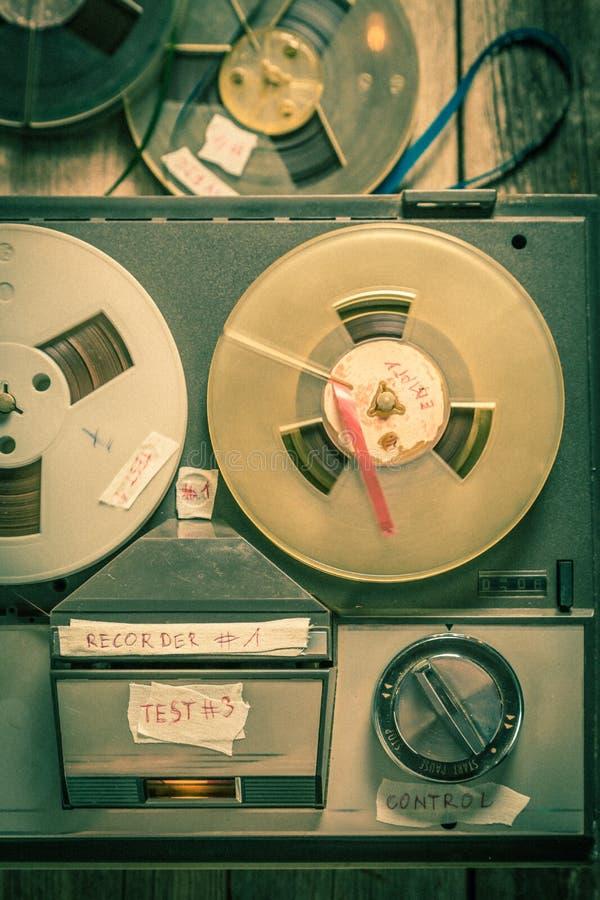 Nastri bobina a bobina dei rotoli e del registratore immagini stock