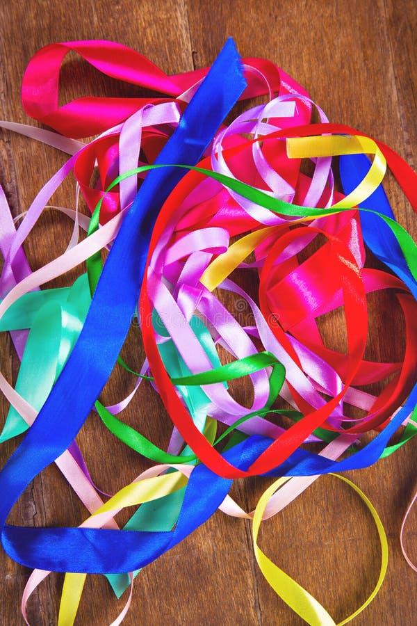 Nastri colorati in studio fotografia stock libera da diritti