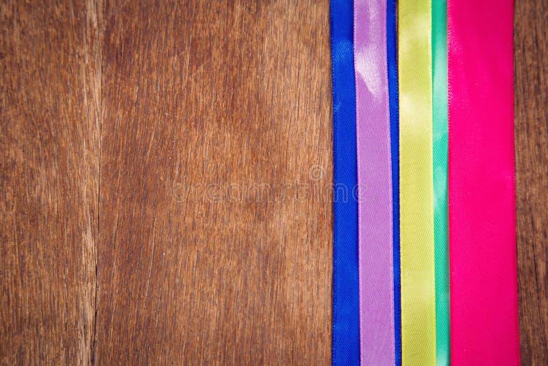 Nastri colorati in studio immagini stock