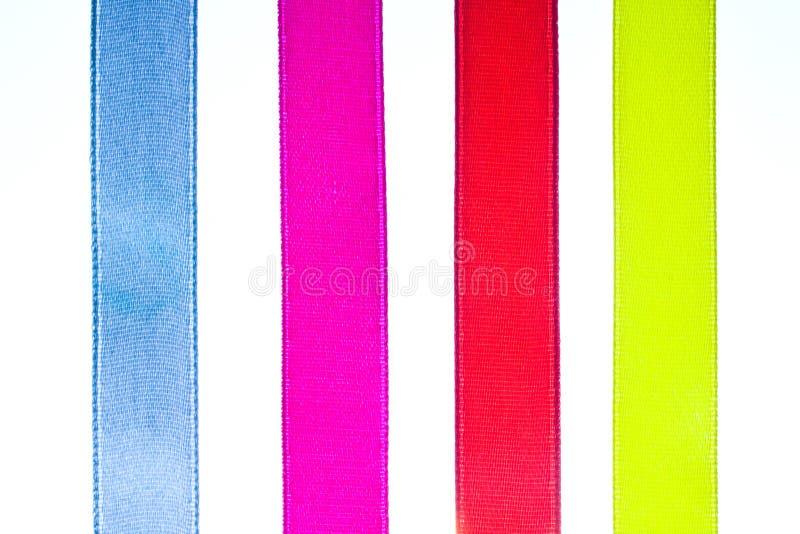 Nastri d'arricciatura di pendenza brillante rossa, gialla, arancio e blu fotografia stock libera da diritti