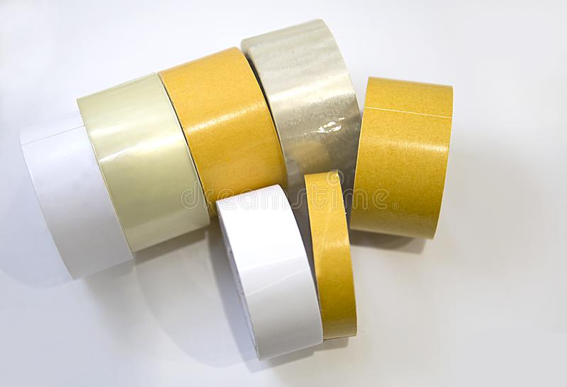 Nastro adesivo o nastro utilizzato nella casa e nella produzione del nastro del film con rivestimento adesivo immagini stock libere da diritti
