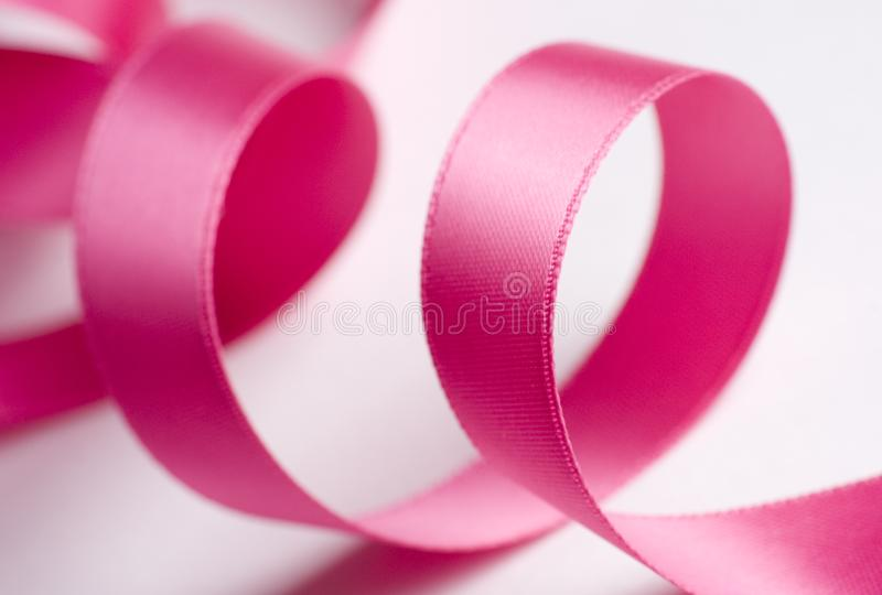 Nastro rosa su bianco fotografia stock
