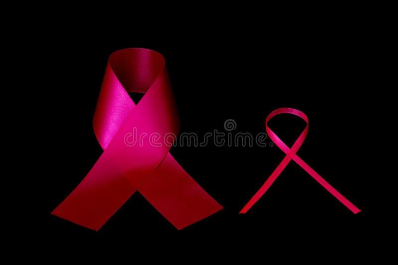 Nastro rosso come simbolo della Giornata mondiale contro l'AIDS fotografia stock libera da diritti