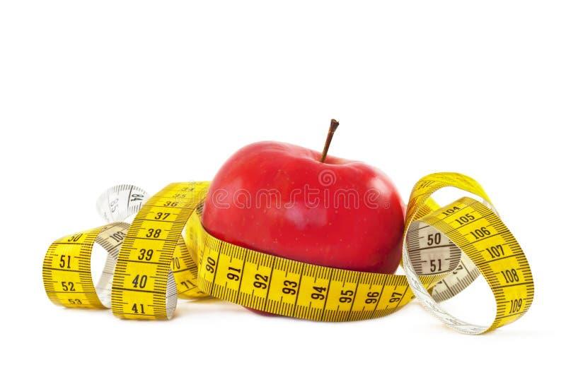 Nastro rosso di misura e della mela fotografie stock libere da diritti