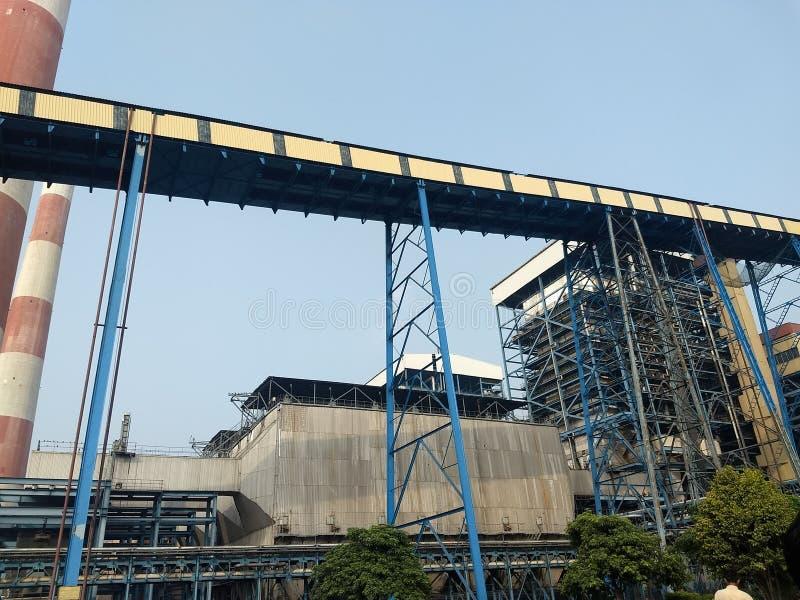 Nastro trasportatore del carbone in centrale elettrica termica fotografia stock libera da diritti