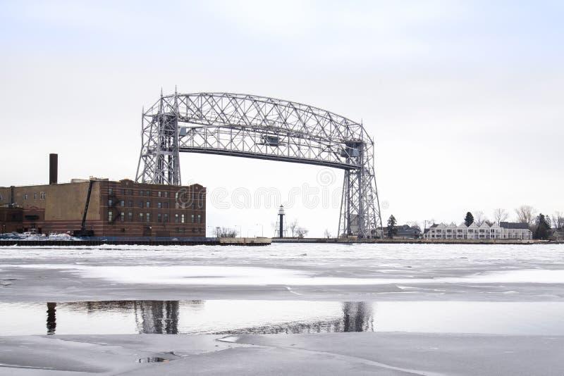 Nastroszony dźwignięcie most przy Duluth Minnestoa zdjęcie stock