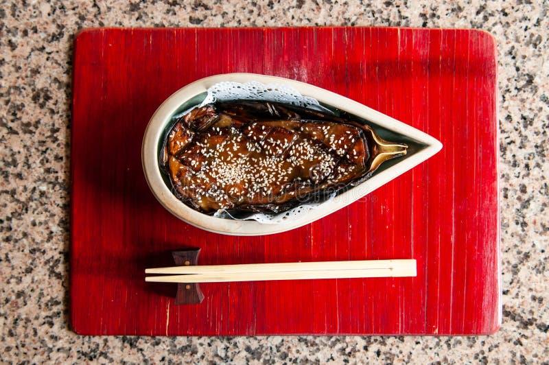 Nasu Dengaku - le Japonais a grillé la recette d'aubergine avec le MI adouci photographie stock
