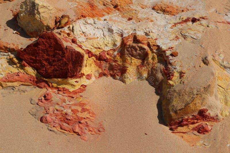 Natürliche Beschaffenheit des farbigen Sandes im Regenbogen-Strand, Queensland, Australien lizenzfreies stockbild