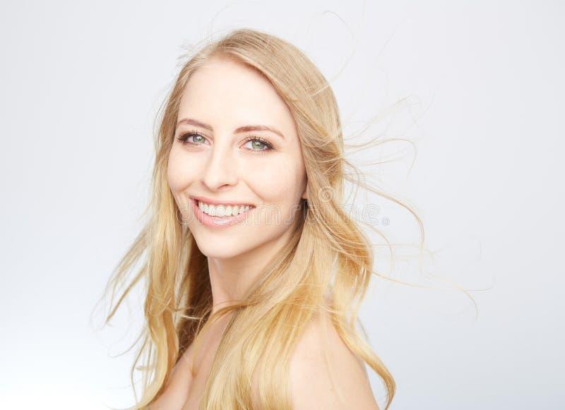 Natürliche blonde Schönheit lizenzfreies stockbild