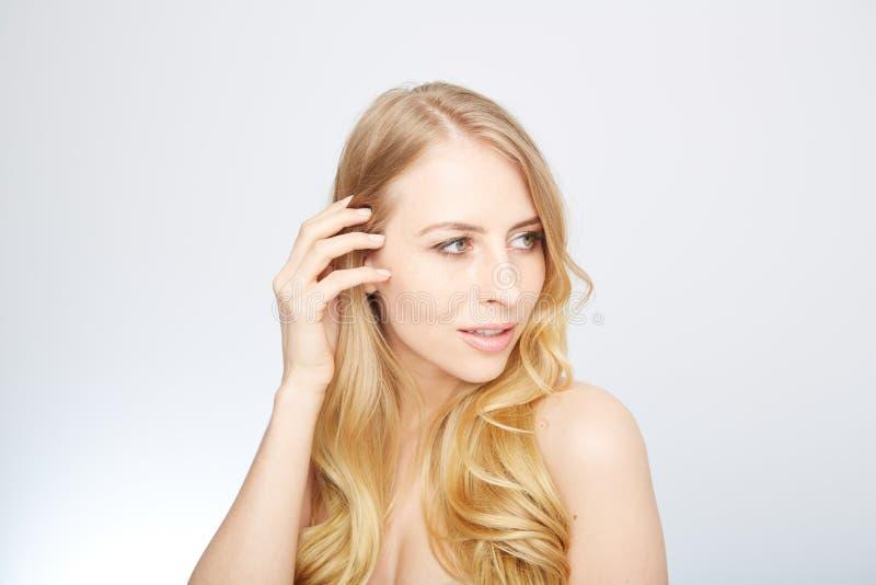 Natürliche blonde Schönheit stockfotos
