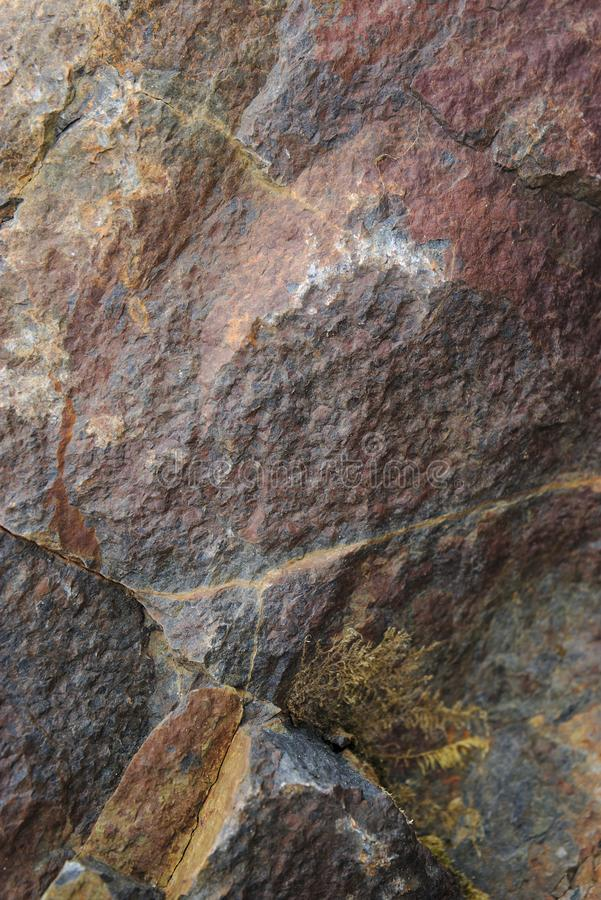 Natürliche Felsenbeschaffenheit der Nahaufnahme, ockerhaltig-rote Töne stockfotos