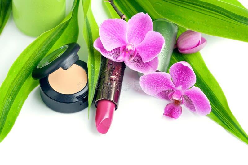 Natürliche Kosmetik: concealer und Lippenstift lizenzfreie stockfotografie