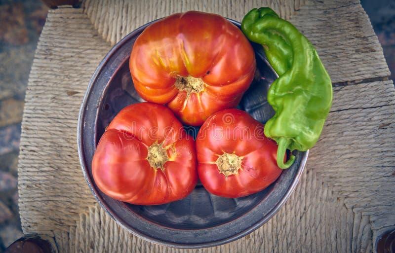 100% natürliche organische Tomaten vom Garten Große nicht-transgene Tomaten stockfotos