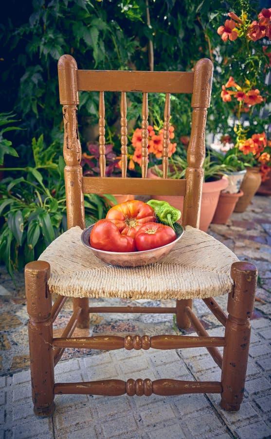 100% natürliche organische Tomaten vom Garten Große nicht-transgene Tomaten lizenzfreie stockfotos