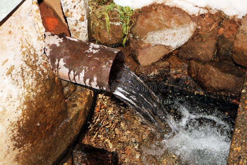 Natürliche Quelle des Wassers lizenzfreie stockfotografie